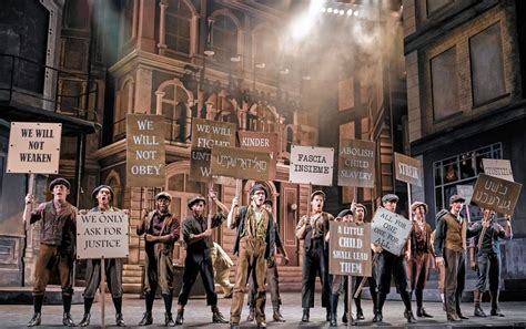 Major-league talent makes for Paramount's winning 'Newsies'