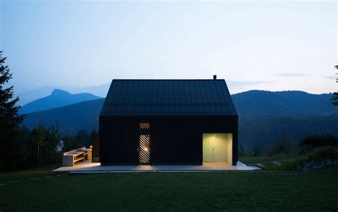 Small Black House by Tomislav Soldo   Wowow Home Magazine