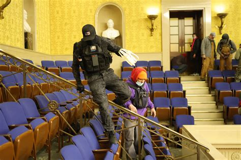 Do Photos Show Rioters with Zip Cuffs at US Capitol?