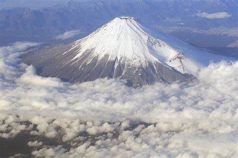 Escape plans in works for Fuji eruption | The Japan Times